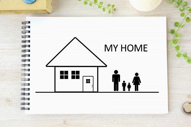 スケッチブックに描かれた家のイラスト